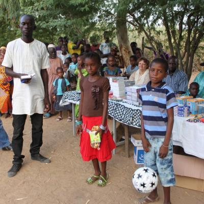 Dons du Lycée St Adjutor de matériel scolaire 2012